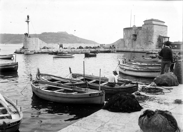 The harbour at Veillefranche-sur-Mer in 1904 | © Toulouse Bibliothèque