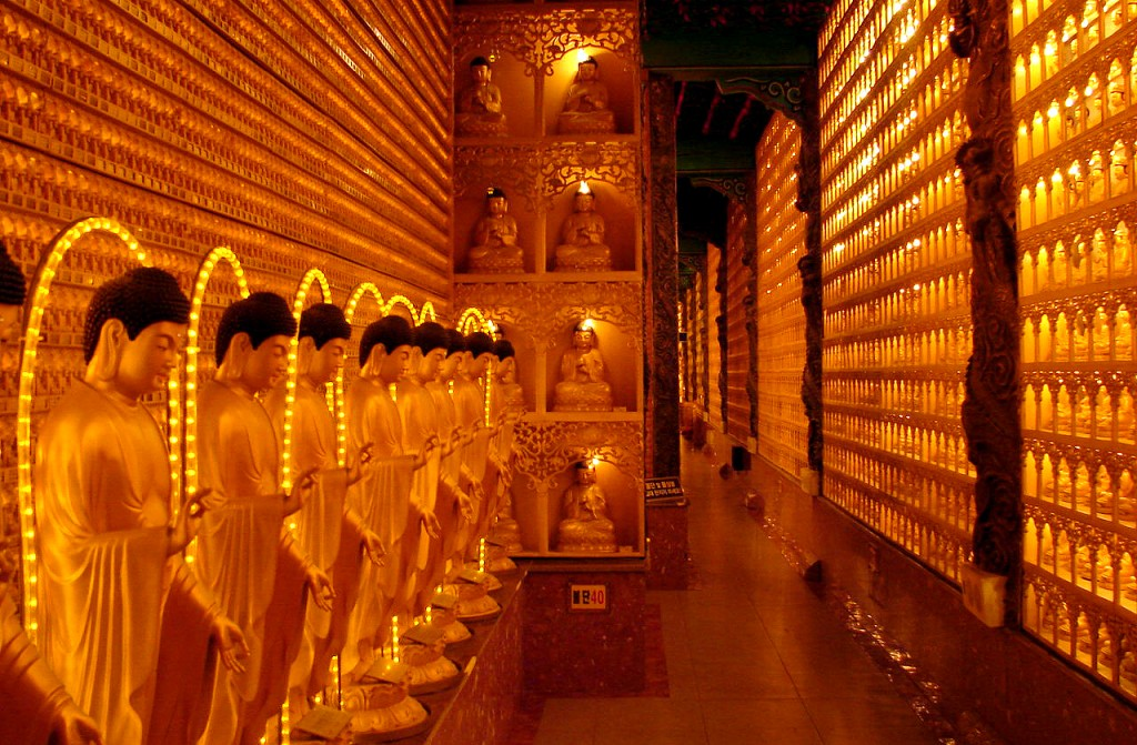 Manbulsa's Treasures' Hall enshrines the Buddhist Trinity and 17,000 jade statues | © Steve46814