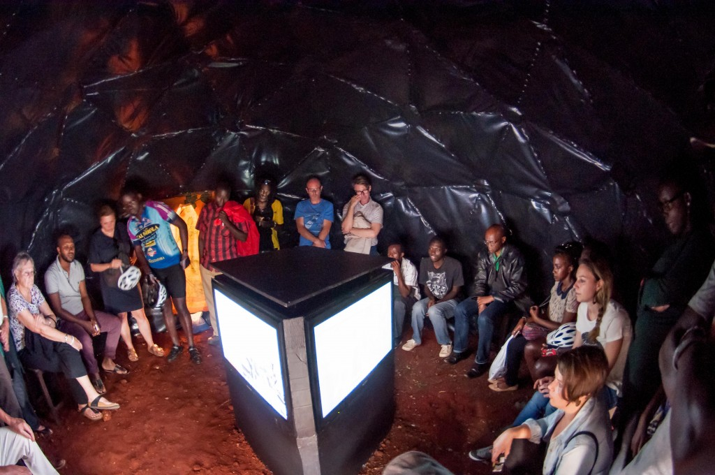 People watching the film during the exhibition | Courtesy of Julian Manjahi / Goethe-Institut