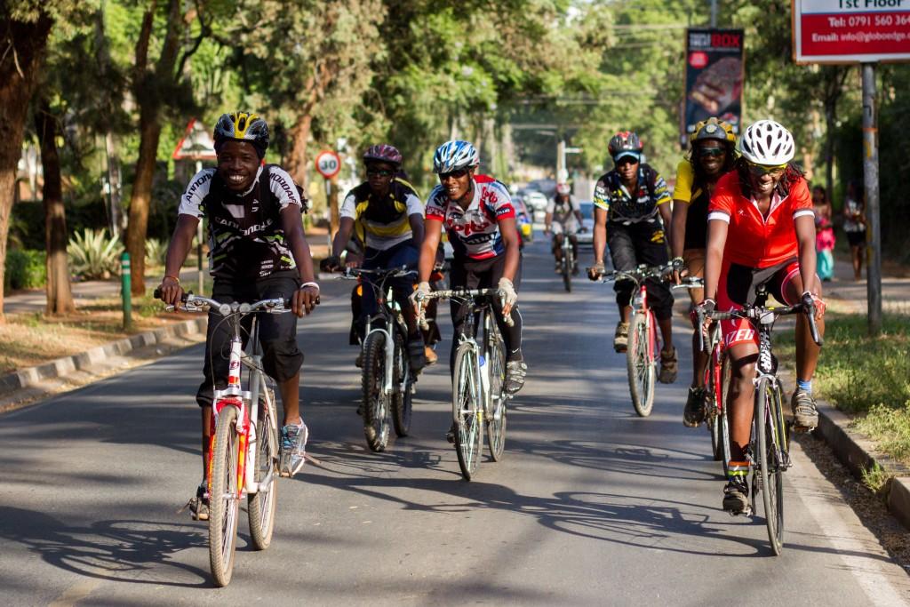 Members of the club cycling through Nairobi | Courtesy of Julian Manjahi / Goethe-Institut