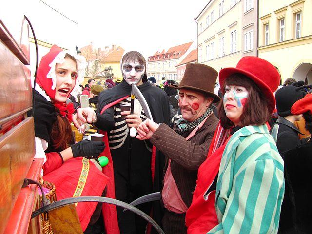 Dressing up to celebrate   ©David Sedlecký / Wikimedia Commons