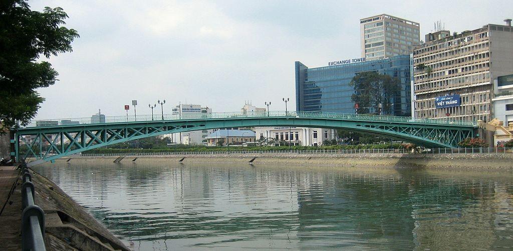 Mống Bridge © Prince Roy / Wikimedia Commons