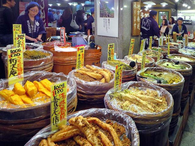 Tasty treats at Nishiki Market Kyoto |© David Stanley Flickr