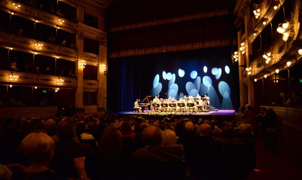 On stage at Teatro Solís © Pablo Castro / Flickr