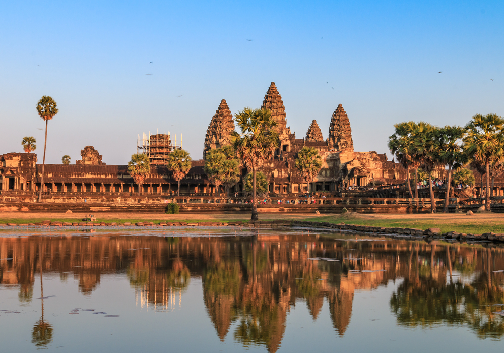 The reflection of Angor Wat's shadow on the basin, ancient architecture in Cambodia| ©P_Phi_Phi/Shutterstock