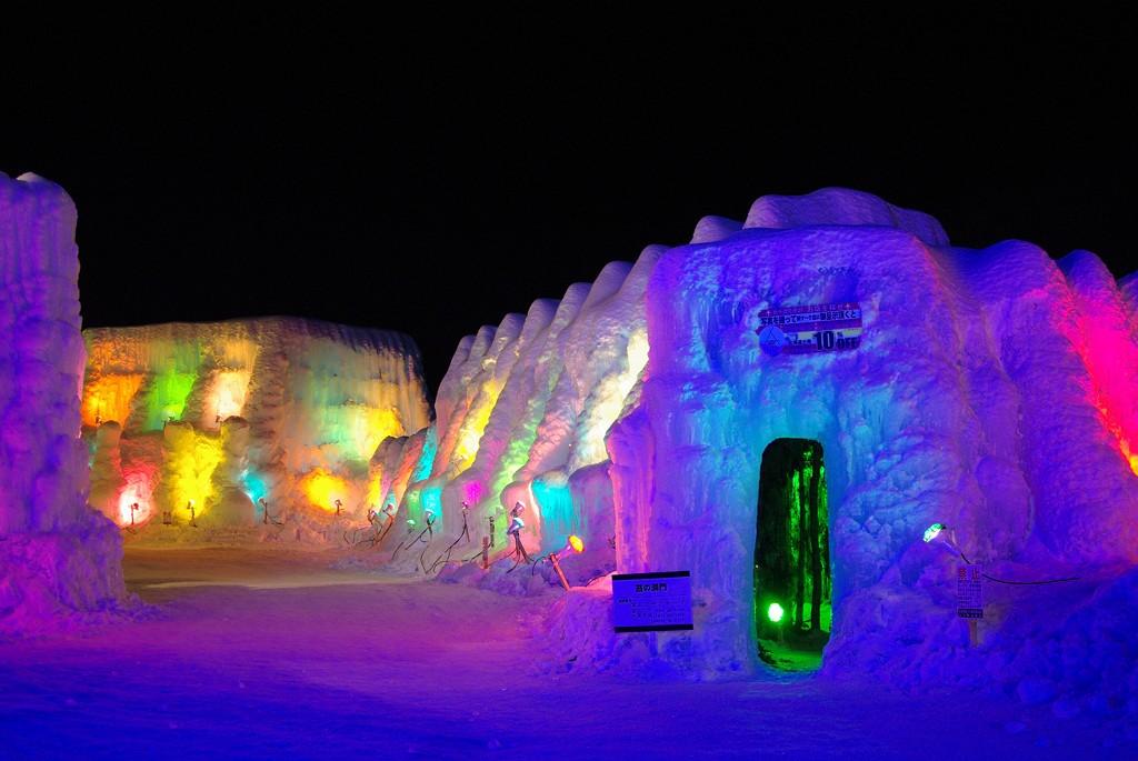 Lake Shikotsu Ice Festival illuminated by brightly colored lights   ©とまりん^^ / Photozou