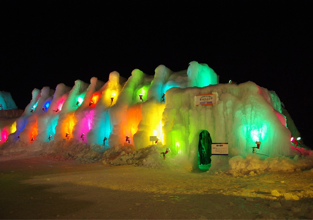 Another view of the Moss Gates at the Lake Shikotsu Ice Festival   ©とまりん^^ / Photozou