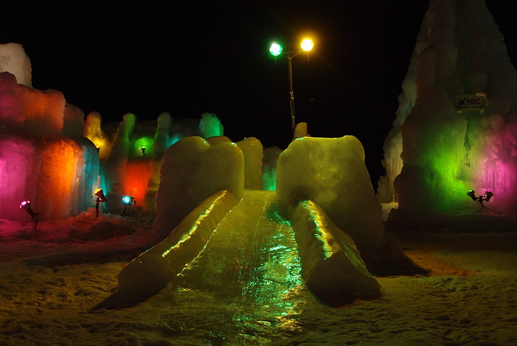 An ice slide at Lake Shikotsu Ice Festival   ©とまりん^^ / Photozou