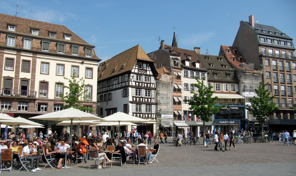 the perfect walking guide to strasbourg. Black Bedroom Furniture Sets. Home Design Ideas