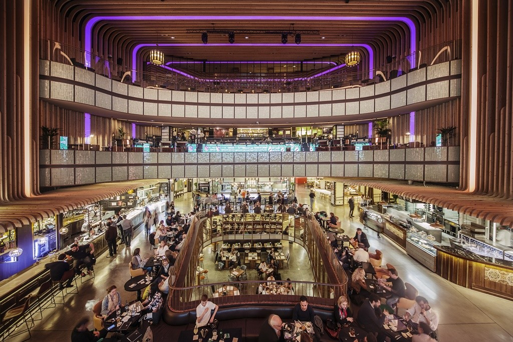 Platea is located in what used to be a theater |© Platea Market