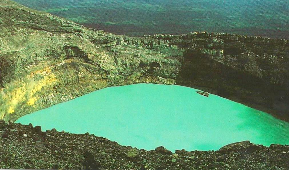 Crater of Rincon de la Vieja/Noe Alfaro/Flickr