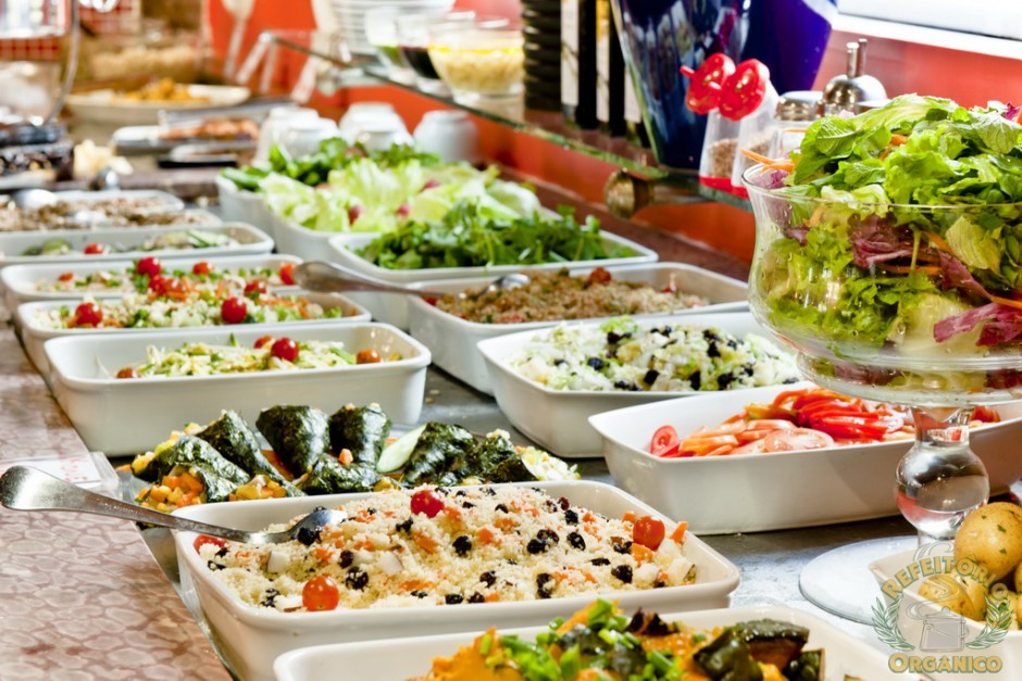 Selection of salad and food options | © Refeitorio Organico