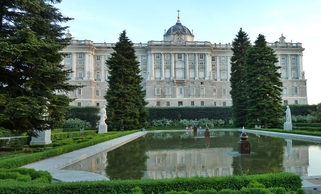 A view of the Royal Palace from the Sabatini Gardens | © Lori Zaino