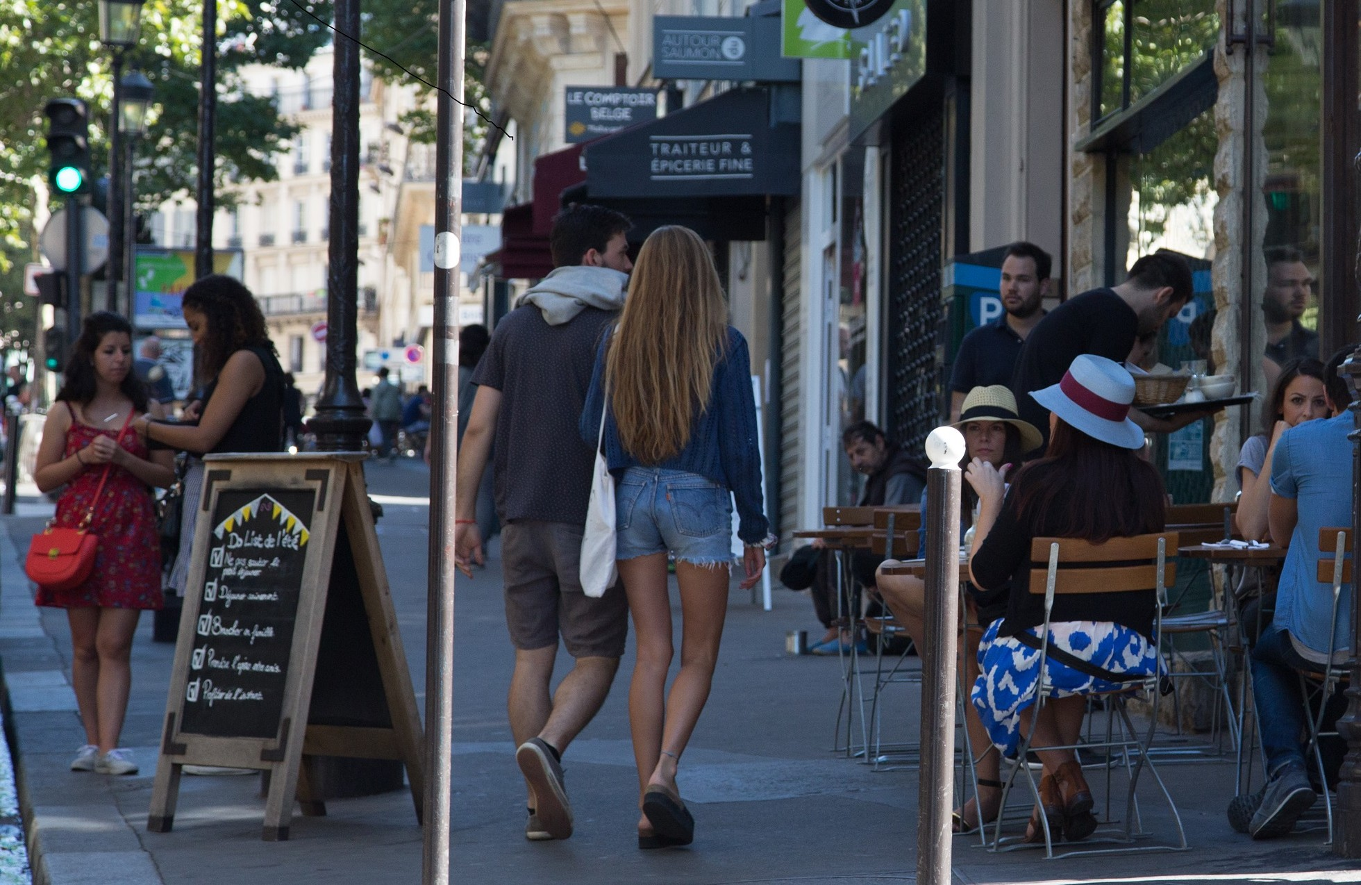 The 10 coolest streets in paris for Miroir rue des martyrs