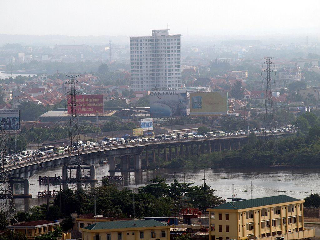 Saigon Bridge © Matt Mordfin / Flickr