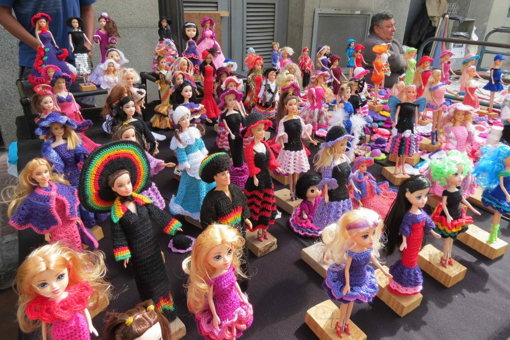 (c) Liz Castro / Dolls line up in their South American outfits at San Telmo Market / Flickr