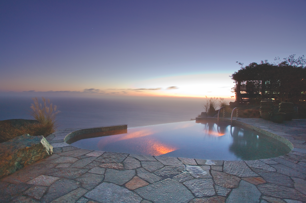 Infinity Jade Pool overlooking Big Sur's dramatic Pacific coastline | © Kodiak Greenwood/Courtesy of Post Ranch Inn