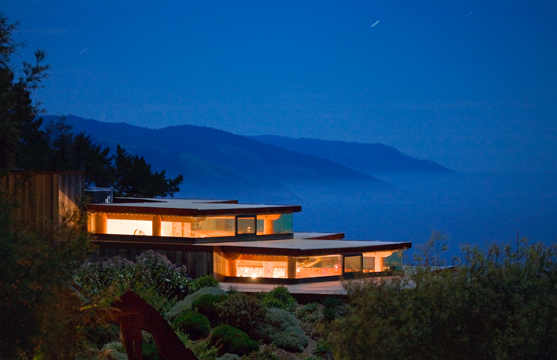 Exterior view of Sierra Mar | © Kodiak Greenwood/Courtesy of Post Ranch Inn