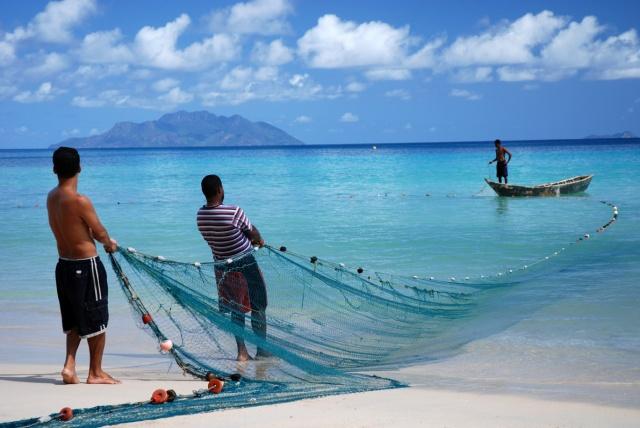 Seychellois fishermen hauling in their nets.  ©Gerard Larose, Seychelles Tourism Board