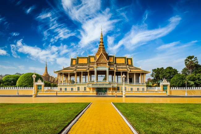A view of the Silver Pagoda, part of the Royal Palace, which can be seen from the riverside   © f9photos/ Shutterstock.com