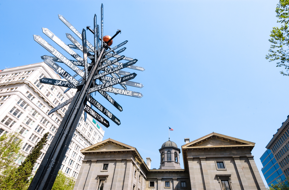 Pioneer Courthouse Square   © Shutterstock
