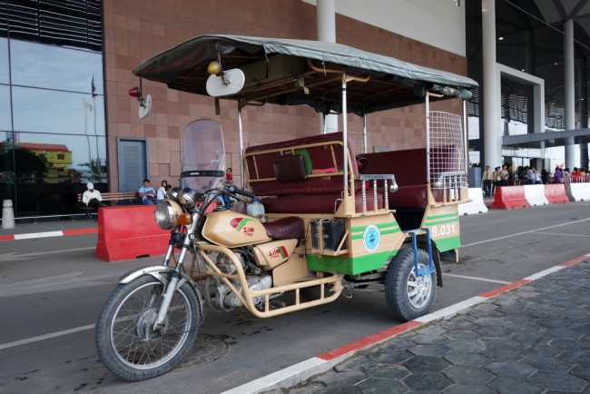 Tuk tuks are a common mode of transport across Cambodia | © Tang Yan Song / Shutterstock Inc.