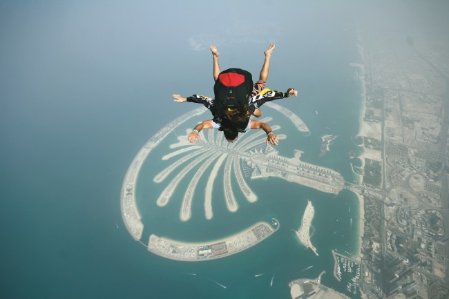 Skydiving over the Palm Jumeirah   Wikimedia http://bit.ly/2kJp7Kn