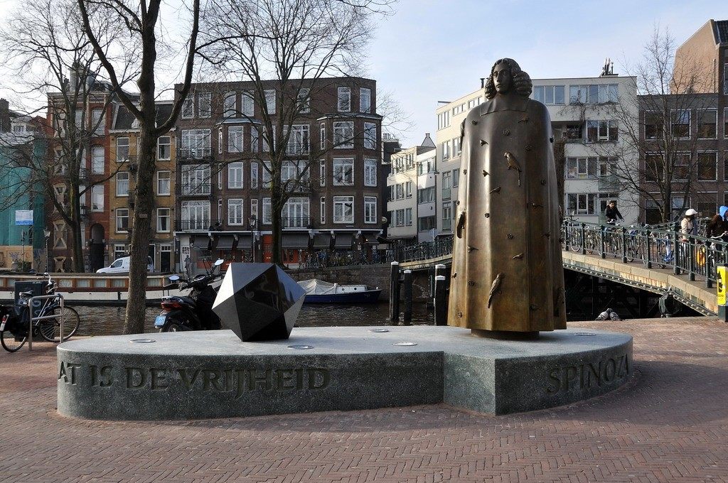 The Spinoza Statue in Amsterdam | © FaceMePLS / WikiCommons