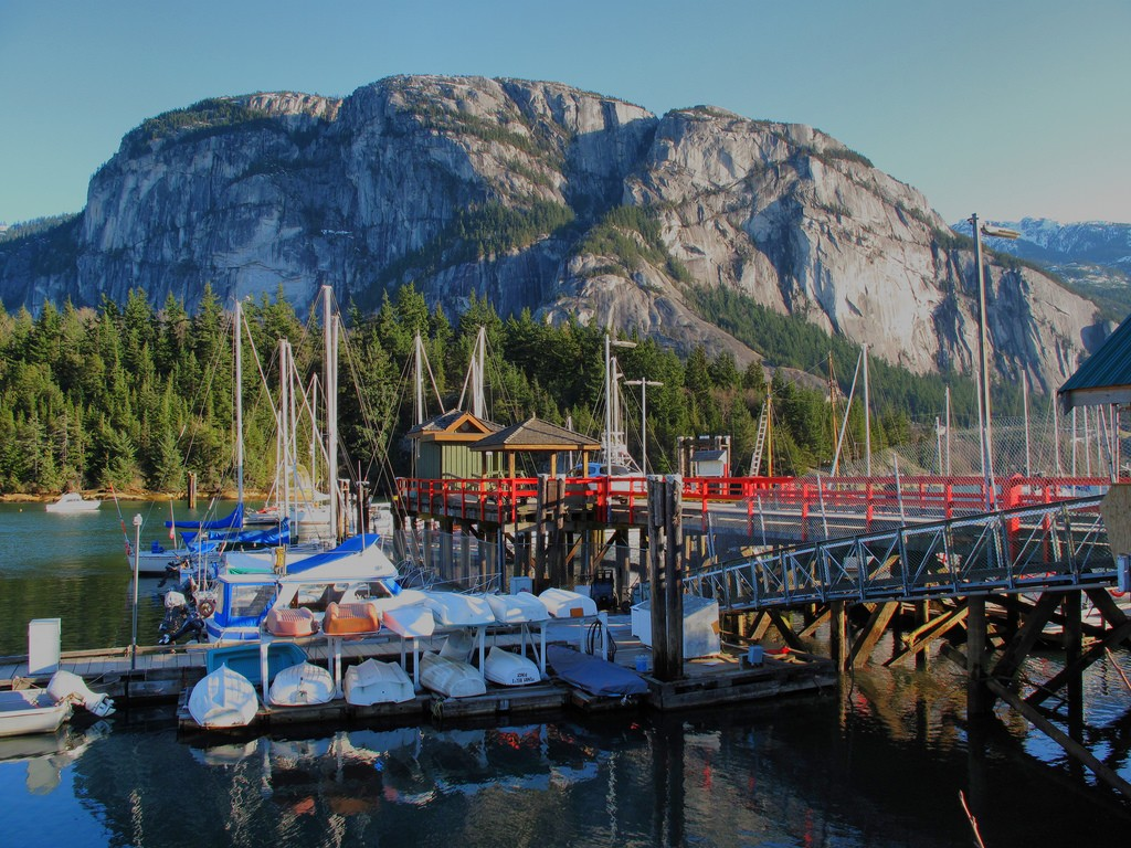 Stawamus Chief overlooking Squamish Marina © Kyle Pierce / Flickr