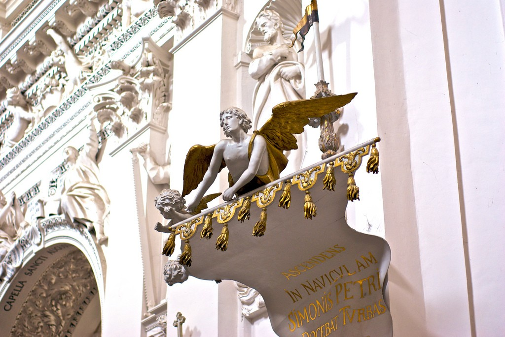 The Sts. Peter and Paul's Church interior, detail of the white stucco sculptures | © Oleksii Leonov / Flickr