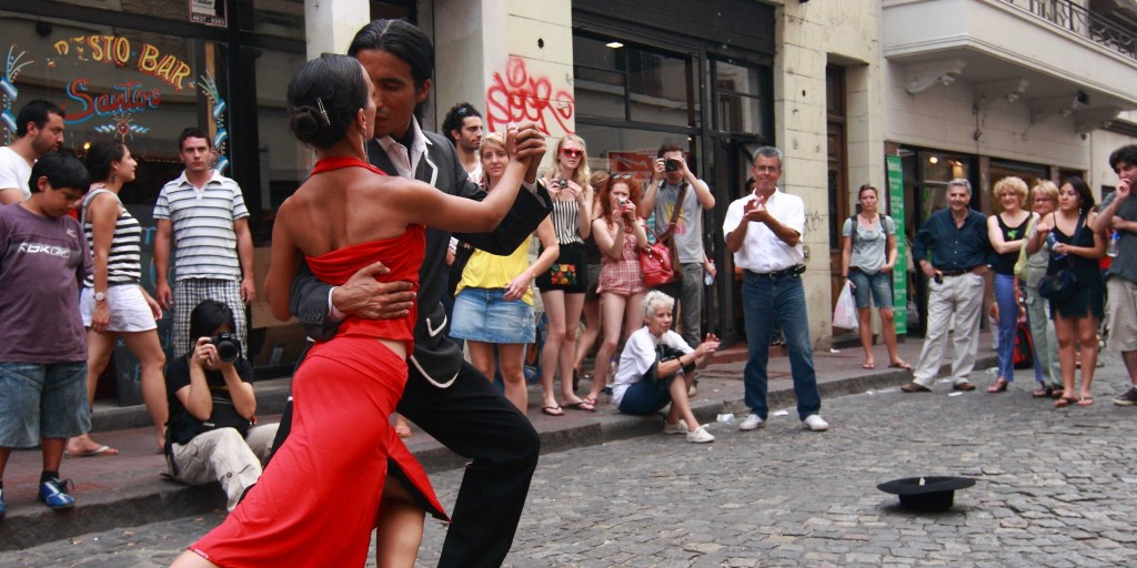 Street tango -- watch or join in | Siemezcla