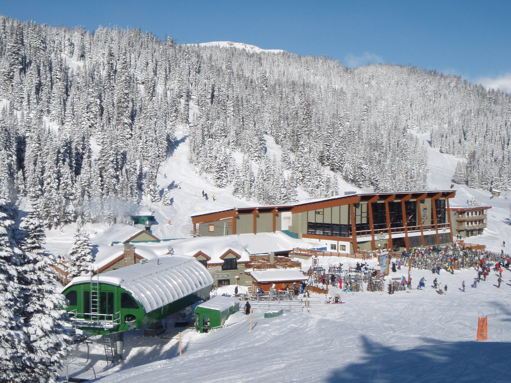 The 10 Best Places to Ski in Western Canada Other Than ...