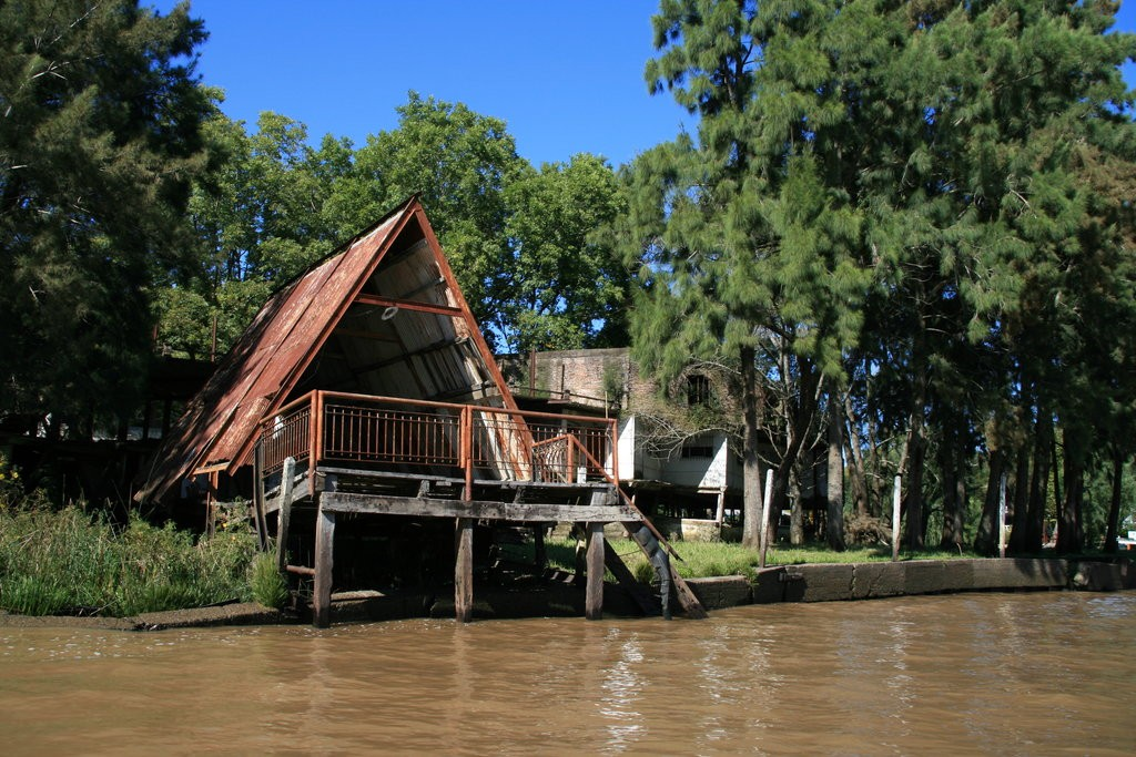 (c) Wikiwand / Home inside Tigre Delta / Wikiwand