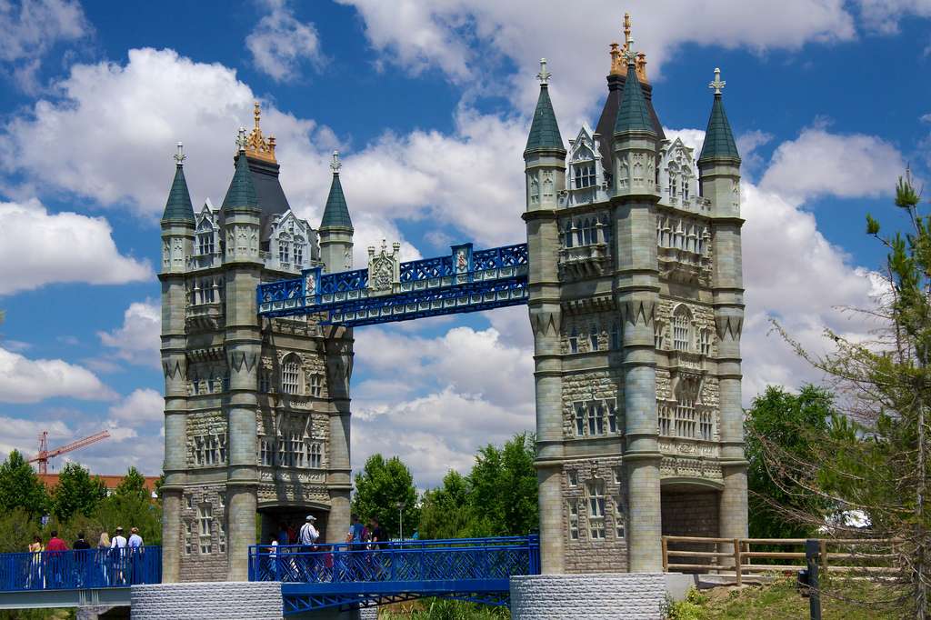 A replica of London's Tower Bridge in Parque Europa | © Mario Sánchez Prada/ Flickr