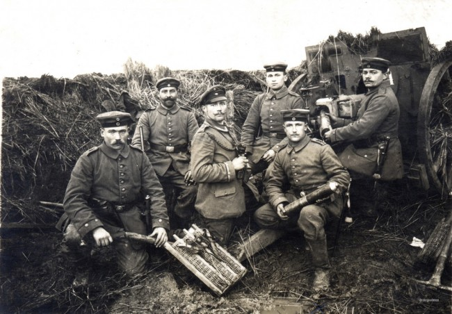 WWI soldiers in the trenches | © ✠ drakegoodman ✠/Flickr