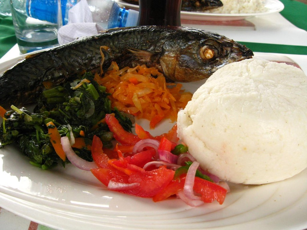 Ugali served with fish and vegtables | © meaduva / Flickr