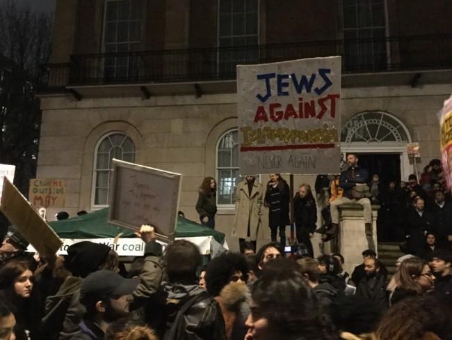 "a Jewish man holds a sign that reads: ""Jews against Islamophobia. Never again."" | © Ruaidhrí Carroll"