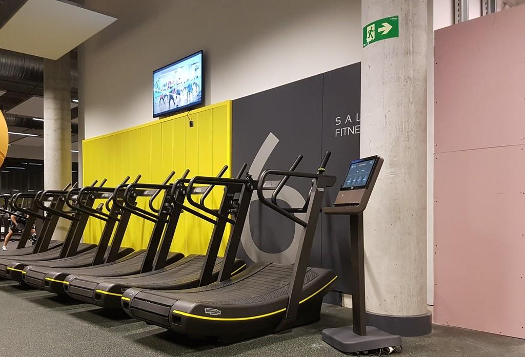 Viding Madrid has some fancy new cardio equipment and TVs | © Elise Goodin