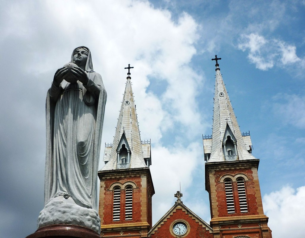 Statue of the Virgin Mary © Ngô Trung / Wikimedia Commons