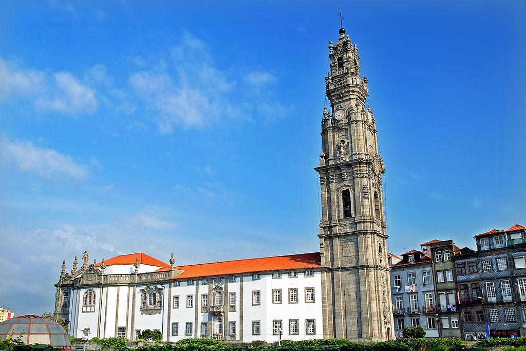 Vitoria-Igreja e Torre dos Clérigos © António Amen / Wikimedia Commons