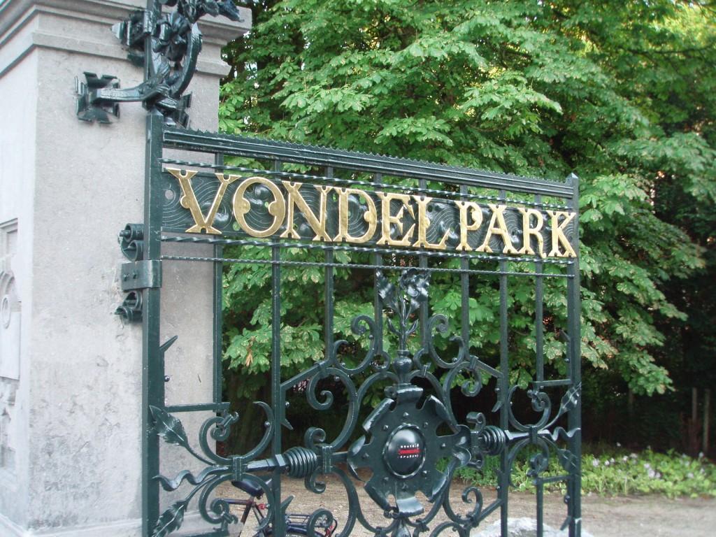 Vondelpark is literally on the hostels doorstep | © Mister No / WikiCommons
