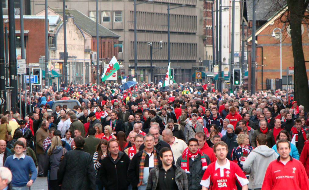 Wales fans Cardiff|©Jon Candy/Flickr