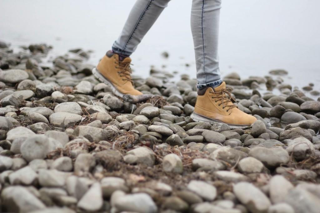 walking shoes / unsplash.com