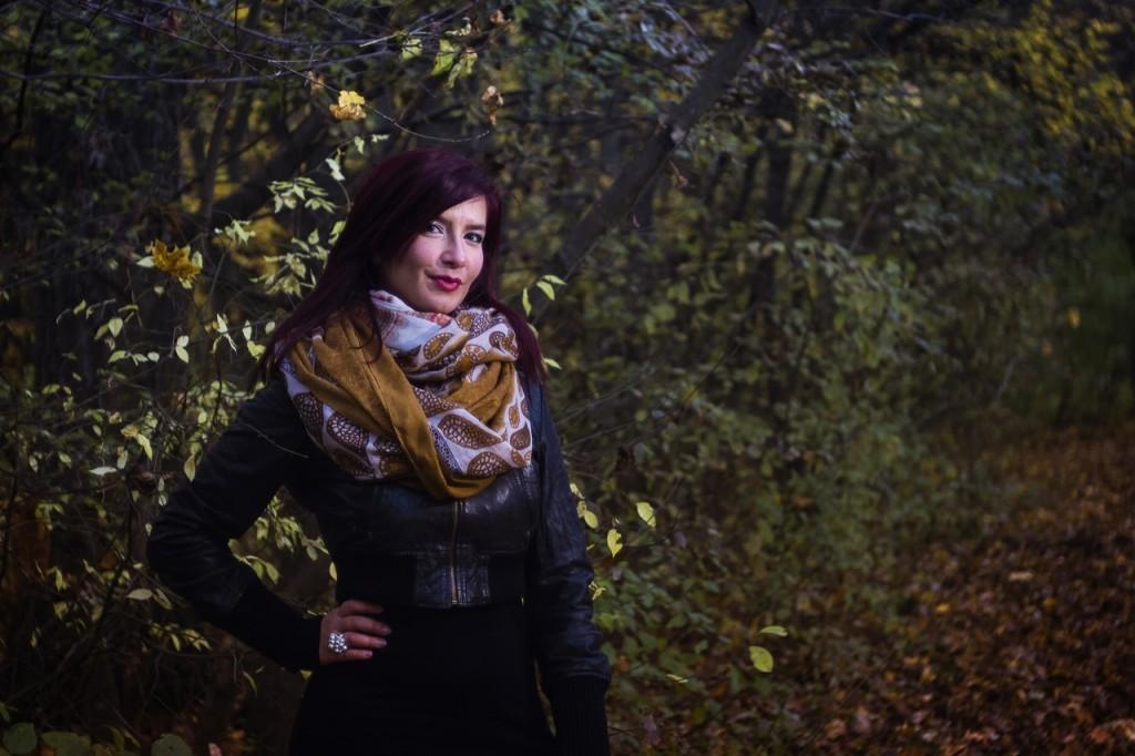 woman wearing a scarf  ©musicFactory lehmannsound / PEXELS
