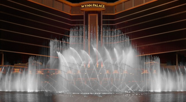 Amazing Fountain Show | Courtesy of Wynn Resorts