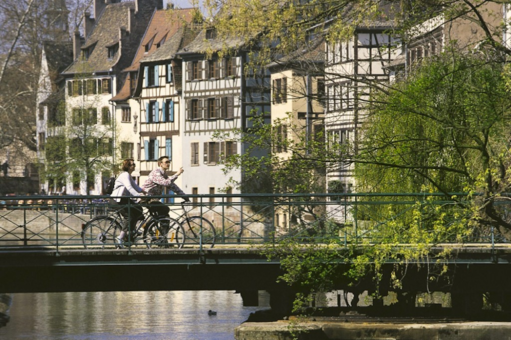 Taking it slow around Petite France in Strasbourg ©Jacques Hampe/OT Strasbourg