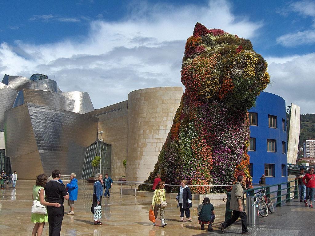 Puppy by Jeff Koons, Guggenheim Bilbao | ©Georges Jansoone / Wikimedia Commons