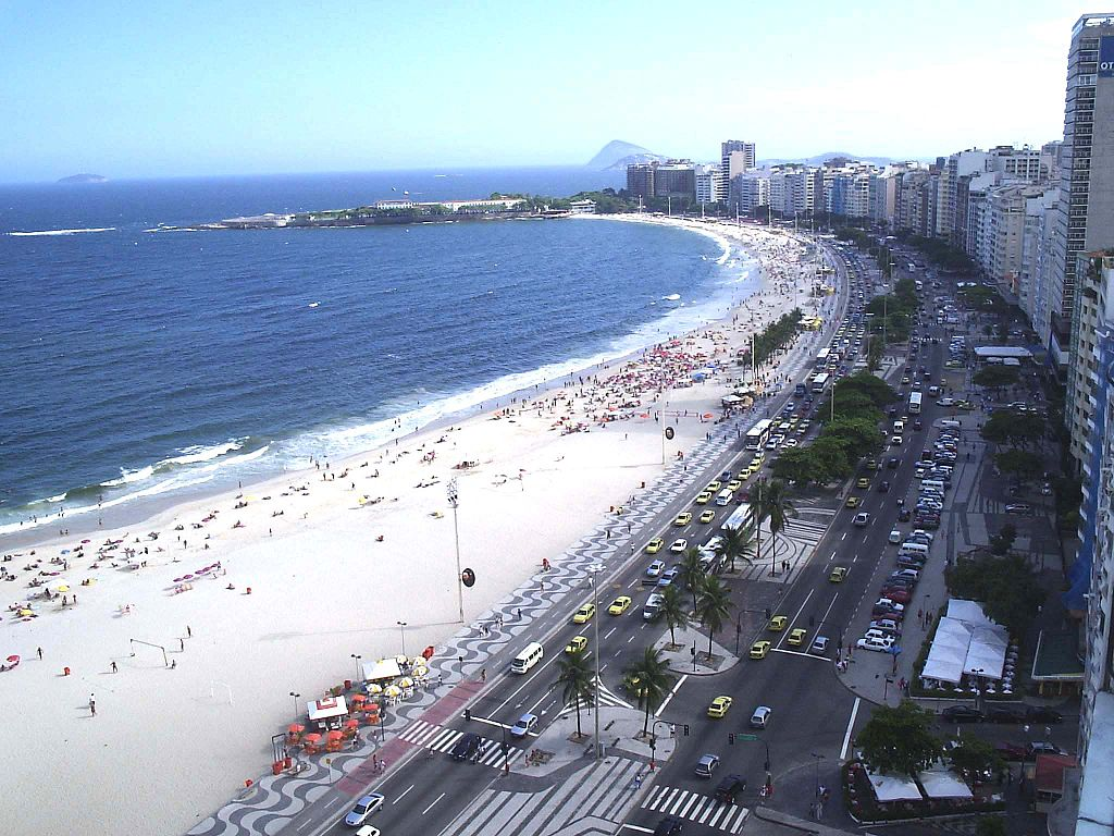 Leme and Copacabana beach |© Hank Leclair/WikiCommons