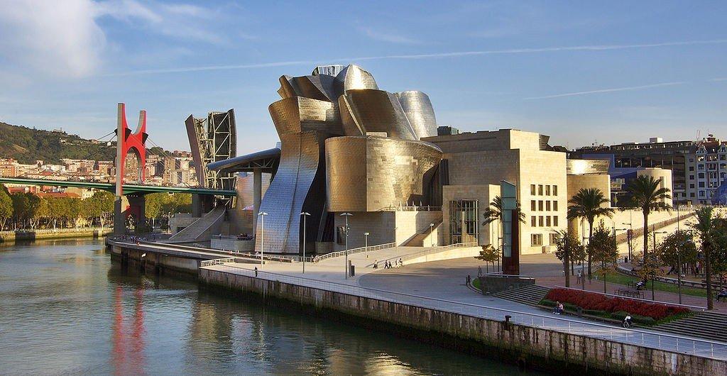 "<a href=""https://commons.wikimedia.org/wiki/File:Guggenheim_museum_Bilbao_HDR-image.jpg"" target=""_blank"" rel=""noopener noreferrer"">Guggenheim Museum Bilbao | © Phillip Maiwald/Wikimedia Commons</a>"