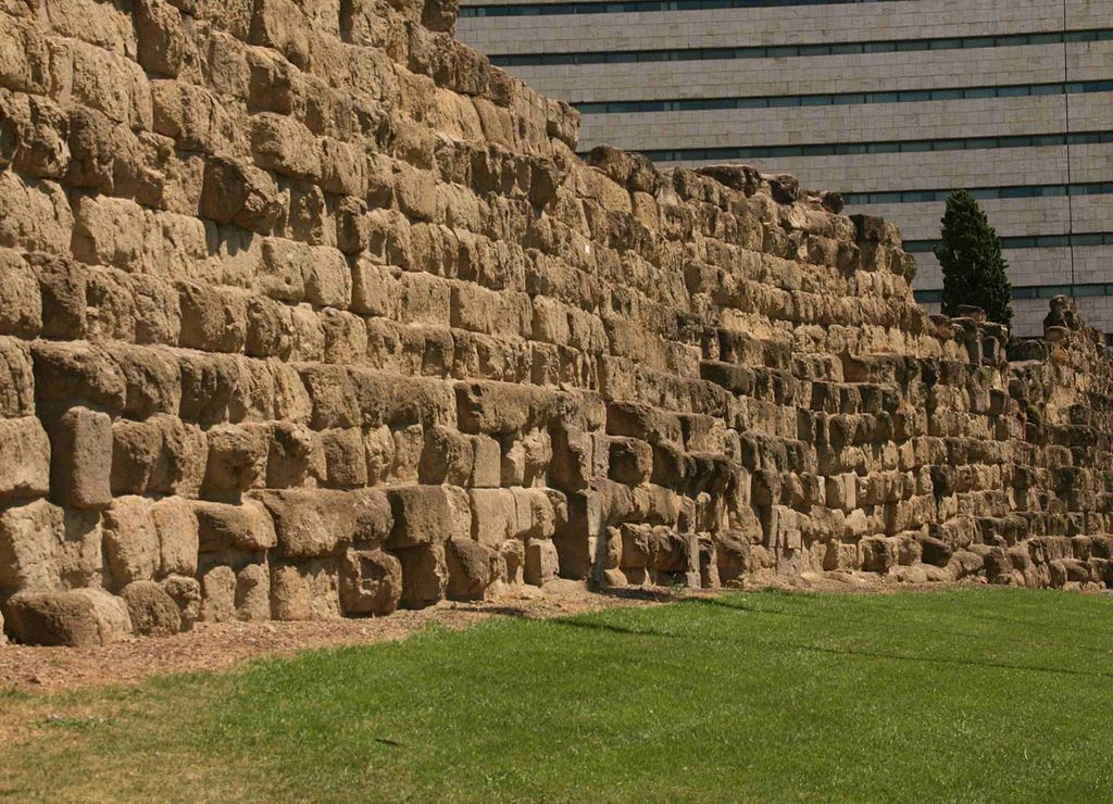 Servian Wall near Termini station | © Wikicommons